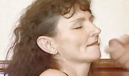 Cámara oculta quemada cuando un ama de casa masturba video porno de la vecinita tiene antojo albóndigas bajo el agua corriente
