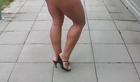 Una hermosa mujer de treinta años se sentó videos xxx de la vecina en el botín perteneciente a un joven y se acostó con sus manos en la cama