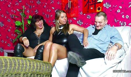 Un hombre negro aceptó a la joven británica en esta horrible casa y el perro claramente quiere tener sexo con él porque ella lo besinos cojiendo insinúa de todas las maneras imaginables, e incluso sentarse en el pene de él con su ano