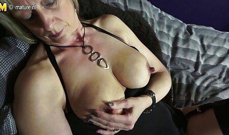 Rubia ucraniana se arrastra en la cama y se burla de un hombre videos de sexo con vecinas en la mañana