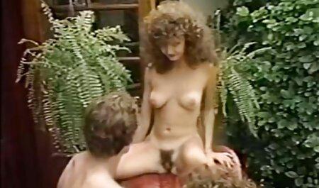 Tutash fuerte con un gemido, un miembro de su marido, y se deshace de la cámara y videos gratis vecinas aterriza en sus labios
