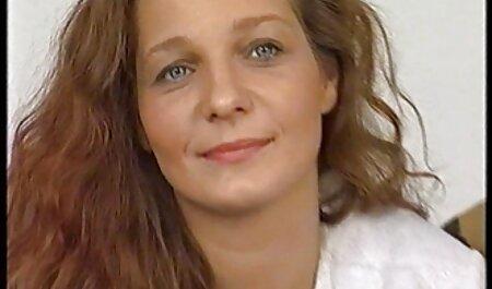 Nudista Zulfiya chick botín en su marido en cuando él se volvió la cámara vecinasxxx del teléfono durante el sexo
