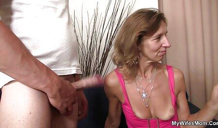 Una probadita de muñeca sexual corta con cojiendo ala vecina gran culo y coño artificial imitando a una virgen