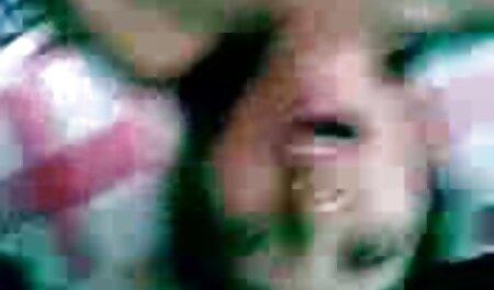 la chica de 18 años Adliya es la vecinita tiene antojo video porno de piel oscura y toma una en el baño, se desnuda completamente y conmociona sus tetas elásticas