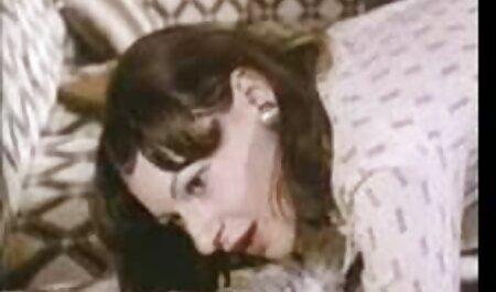 Una reacción química de amor fue entre un hombre y una chica, están constantemente besándose y rodando en la cama hasta que el chico, el fisting, gran culo en ellos y los puso en un par de momento de vecinas lesvianas orgasmo, luego cubrió a su chica